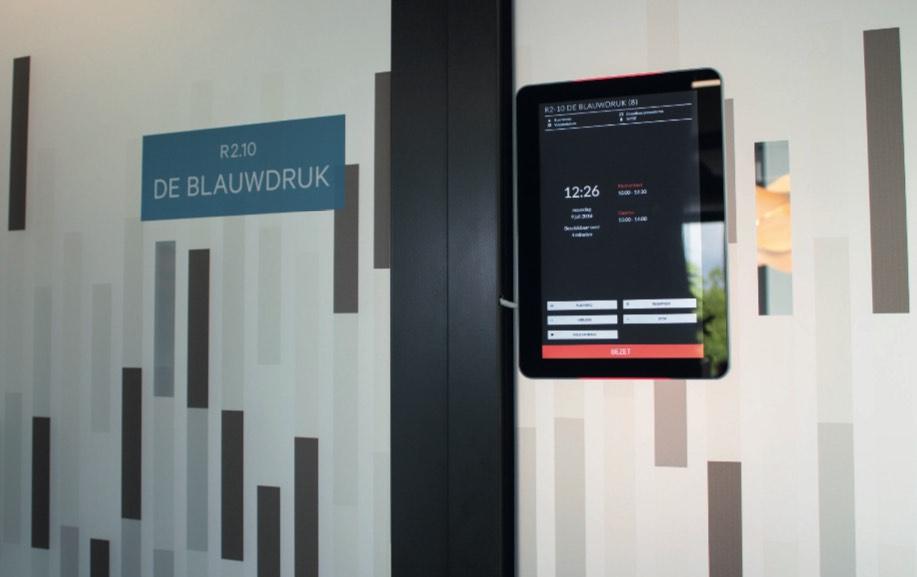 Paneles táctiles ProDVX para reserva de salas y señalización de espacios